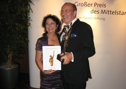 2009 award for mid-sized business